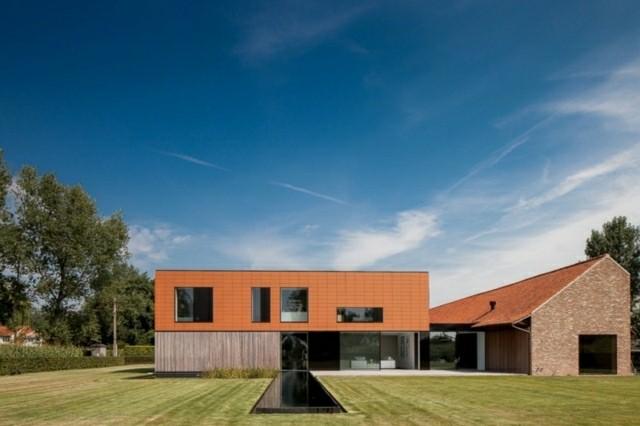 casa moderna color naranja piscina