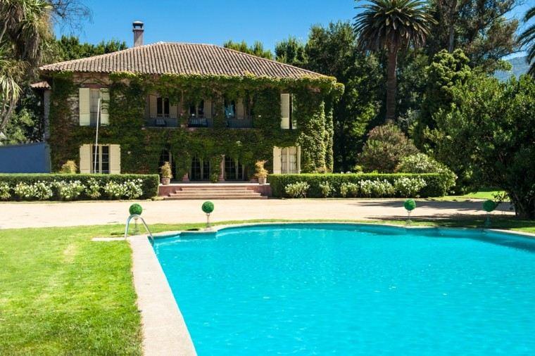 Piscina en el jard n 75 ideas para refrescar el verano - Jardines con piscinas ...