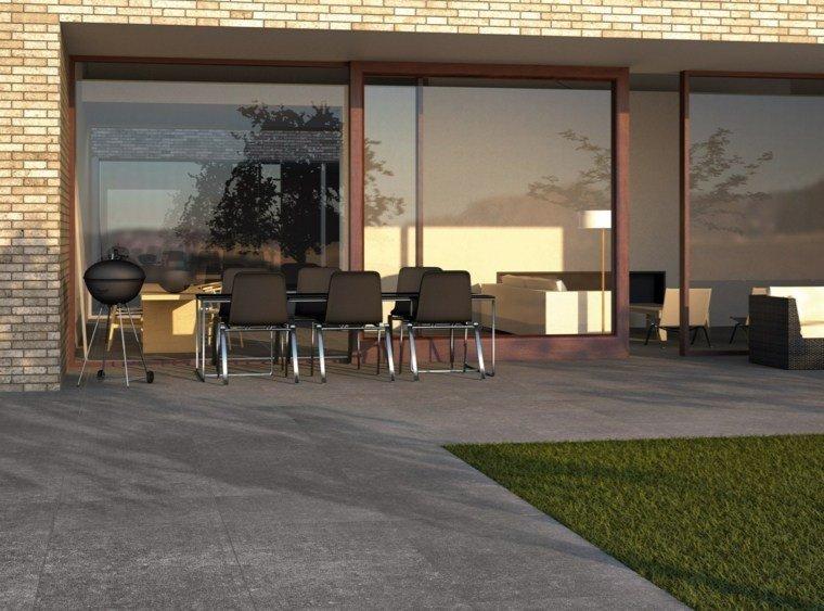 casa ventanales mesa sillas negras jardin ideas