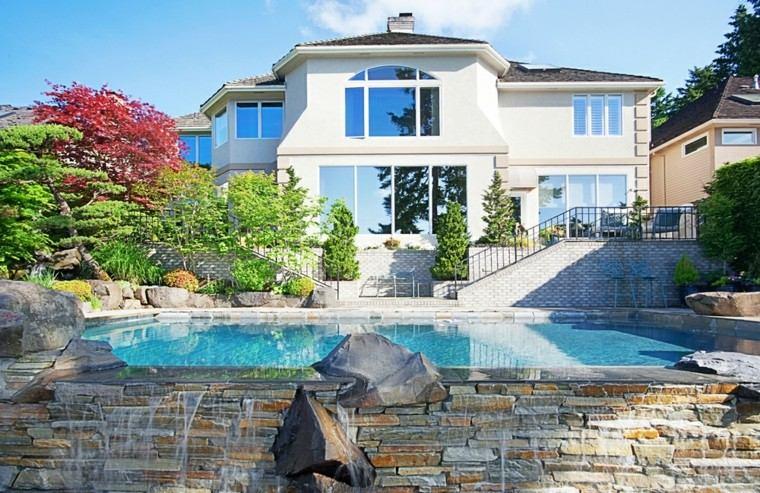 casas grandes piscinas caida agua piedras interesante ideas