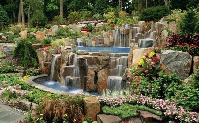 Construccion de piscinas en el jard n 103 ideas for Ideas de piscinas con cascadas