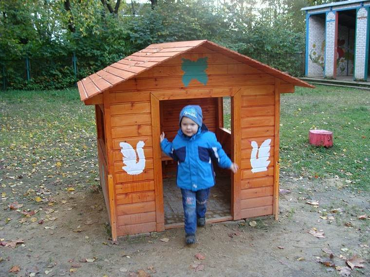 casita madera juegos niños pequeños