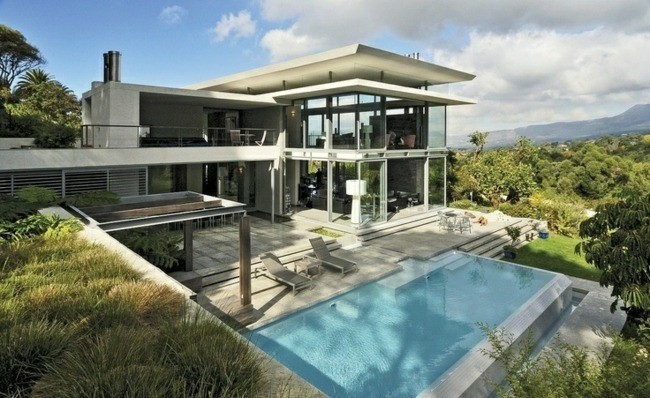 casa moderna con piscina escalonada