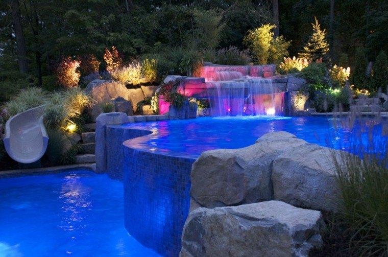 cataratas piscina noche luces colores
