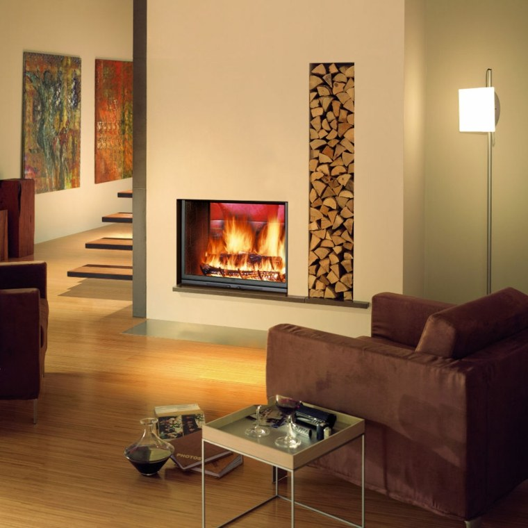 chimenea diseño troncos lampara sofa