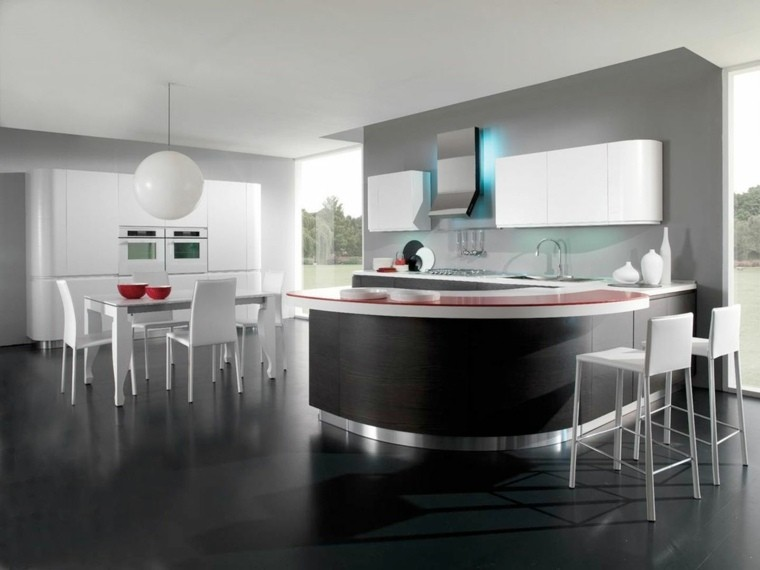 cocina amplia isla negra mesa sillas comedor ideas