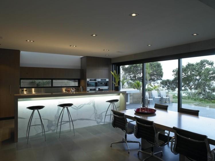 cocina diseño amplia moderna taburetes