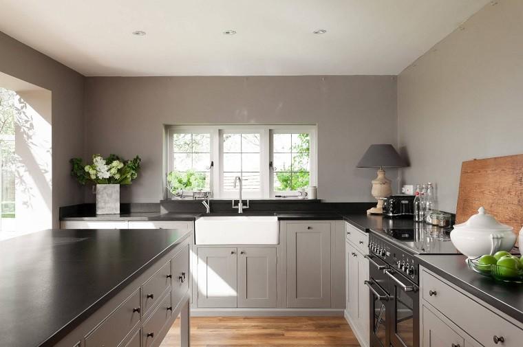 cocina-gris-habitacion-amplia-moderna-diseno-estilo