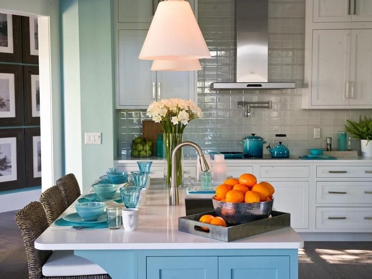 cocina isla encimera blanca madera azul ideas