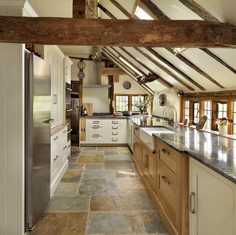 cocinas estilo techo madera encimera alargada