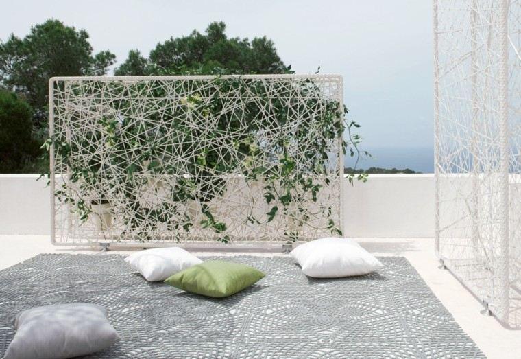 cojines verde pared dedon trepadoras