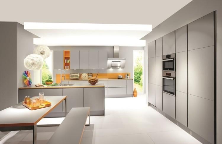 color gris cocina madera naranja
