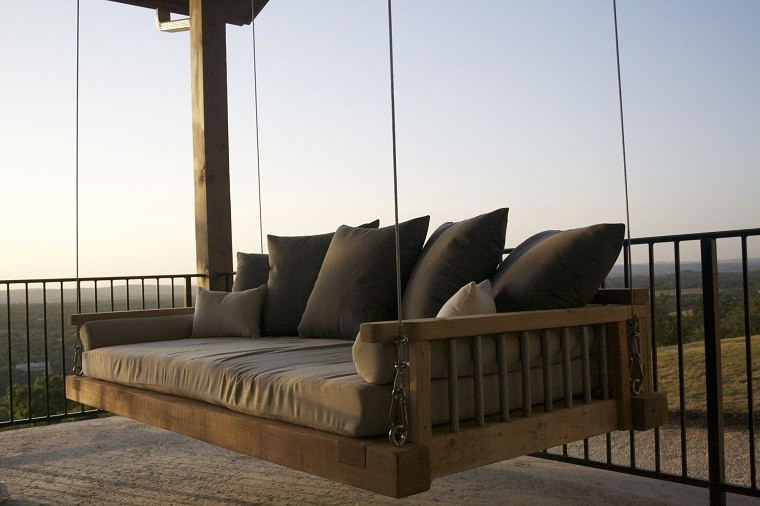 columpio marron cama decorado balcon