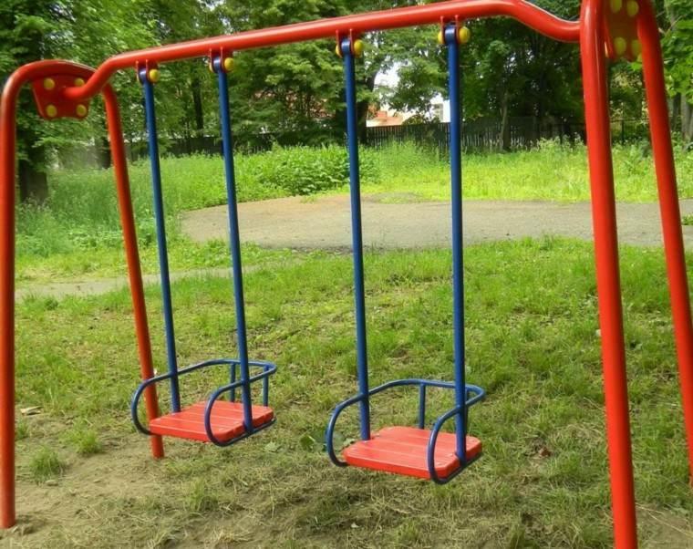 parques infantiles metal rojo azul