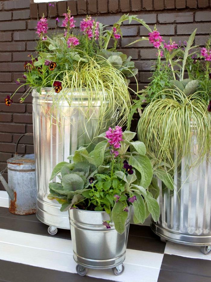 cubos metal ruedas macetas plantas