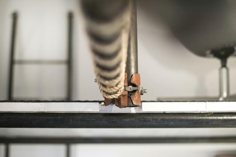 estructura cuerdas tubos metal unidos