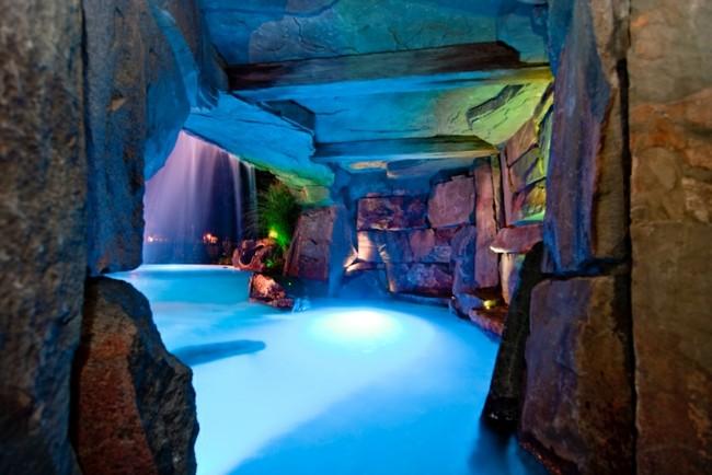 cueva cubierta piscina jardin gruta