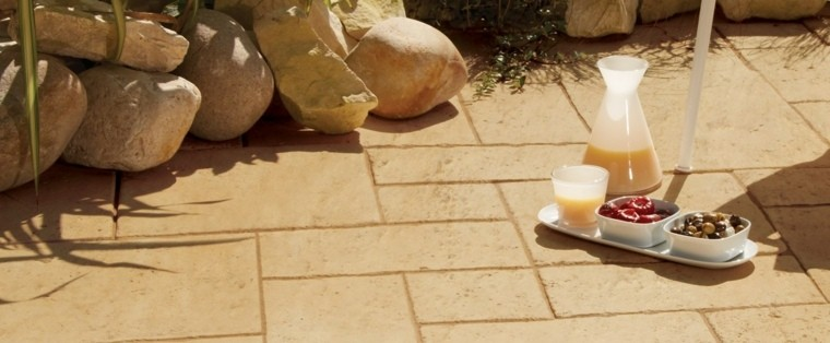 decoraciones jardin piedras grandes suelo beige