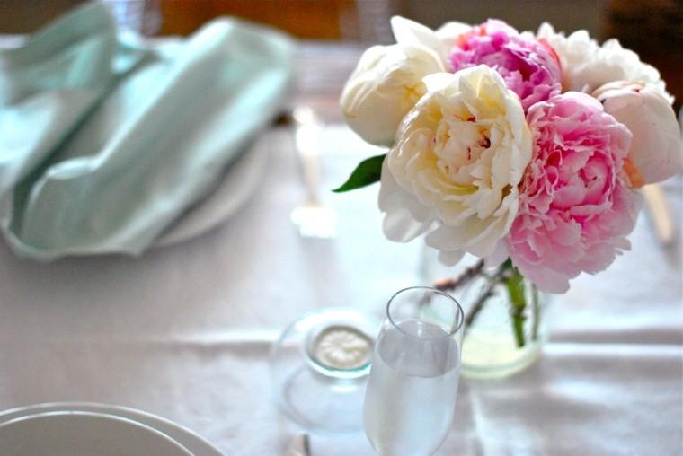 delicado arreglo mantel mesa boda