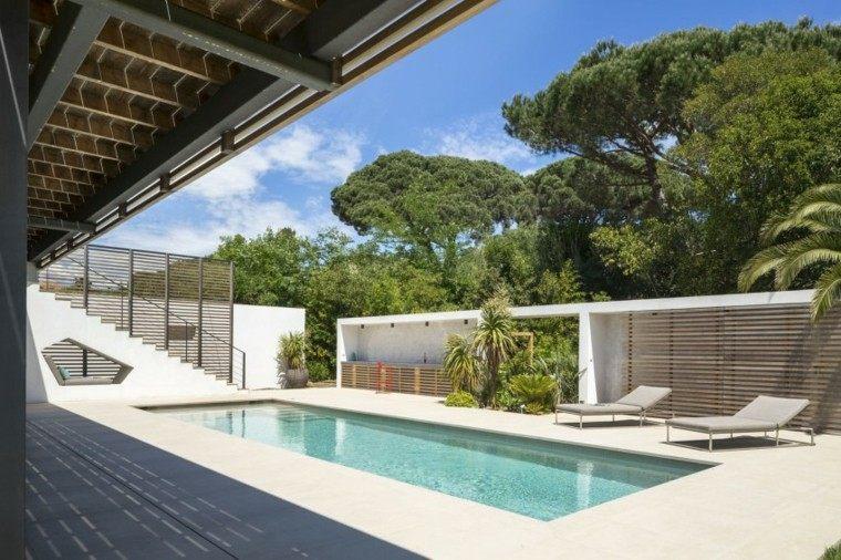 diseñó jardin porche piscina tumbonas
