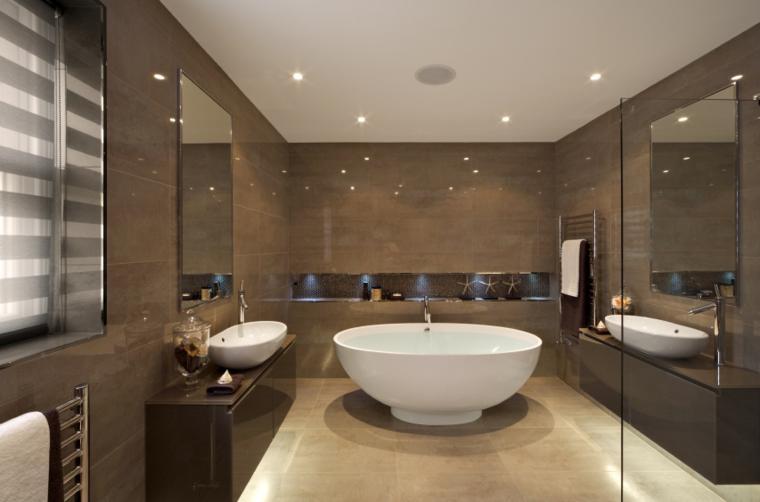Baños Pequenos Lujosos:Pisos pequeños con paredes de ladrillo y diseño moderno