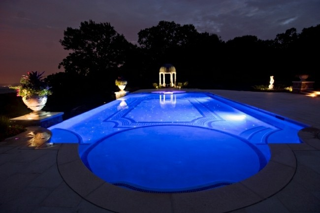 diseño estilo clasico piscina noche