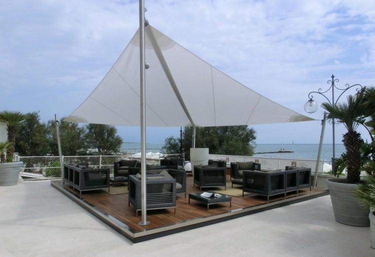 Toldos y parasoles de dise o moderno 50 ideas for Cubiertas minimalistas