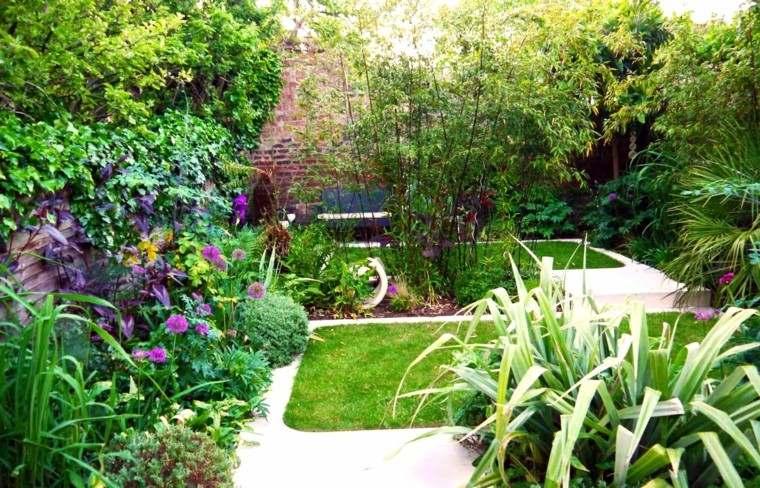 diseño jardin muchas plantas flores