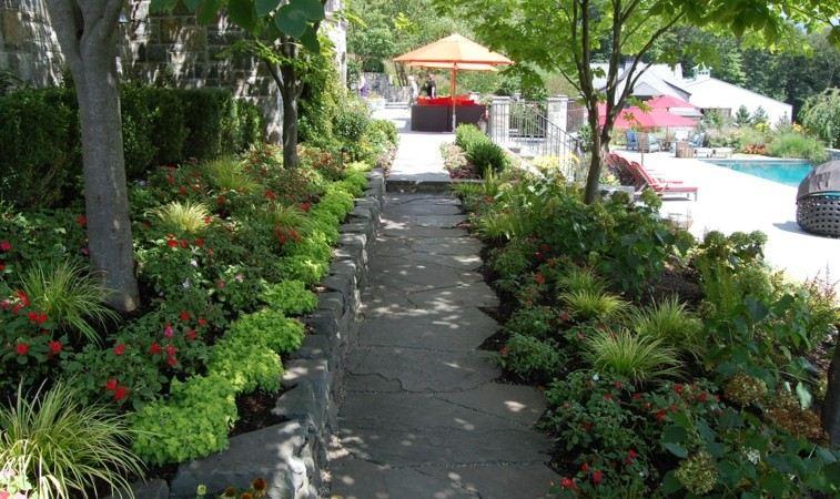 diseño jardines senderos piedra plantas