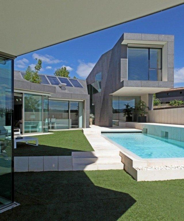 diseño moderno jardin piscina cesped
