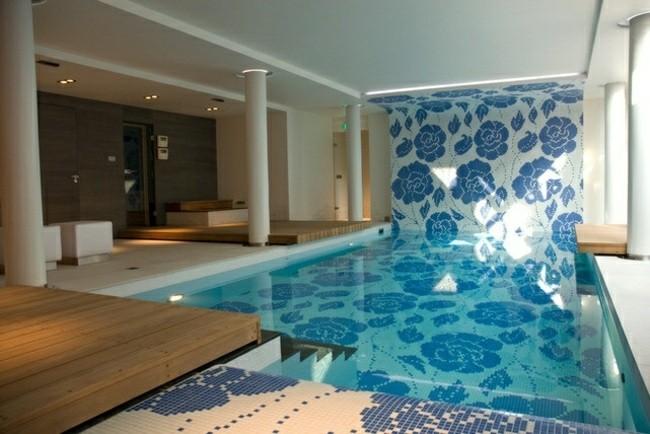 diseño mosaico piscina flores azules