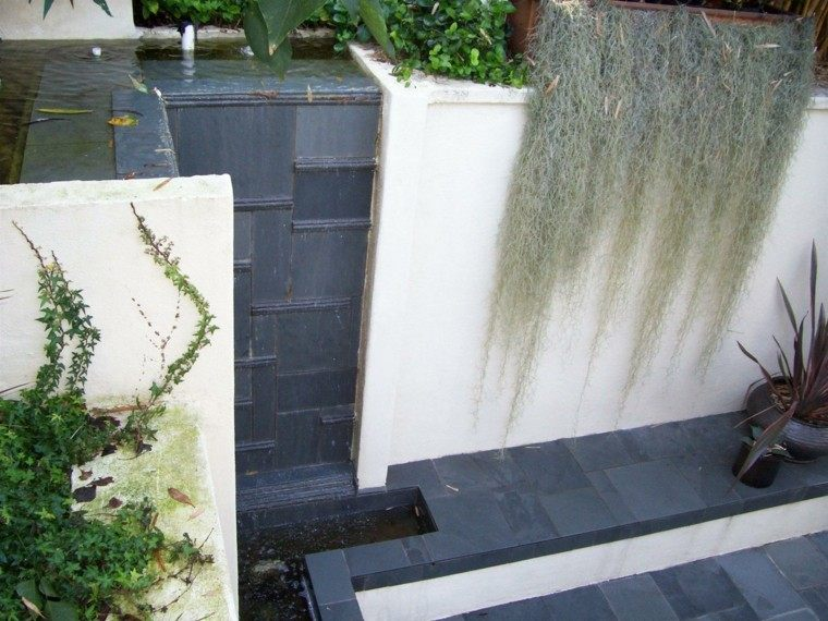 diseño patio jardin muro cascadas