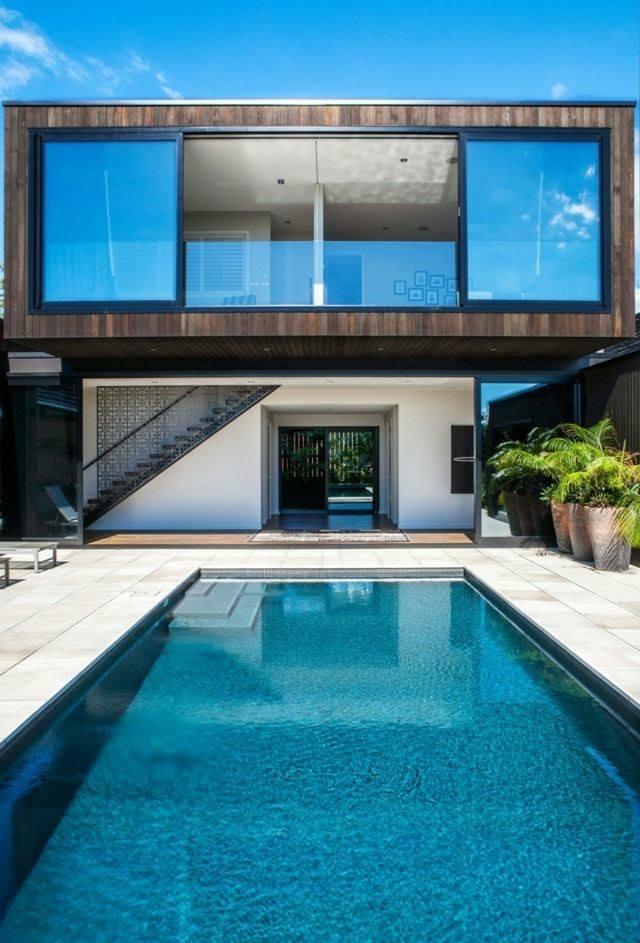 diseño patio piscina fachada ventanas