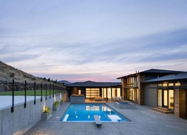 diseño piscina hormigón patio atardecer