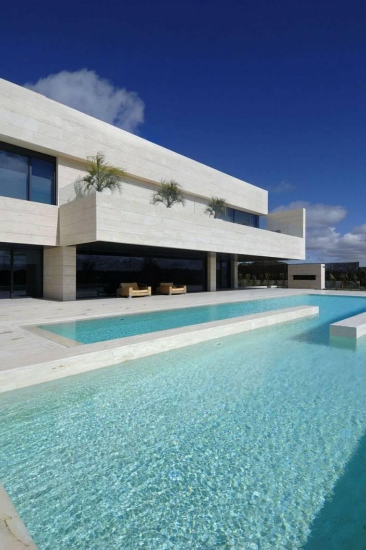 edificio color blanco minimalista piscina