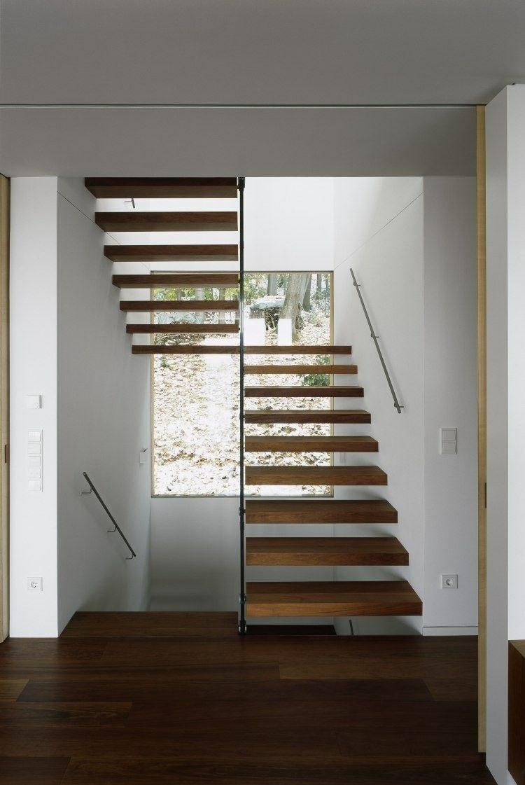 elegante escalera madera suelo flotante