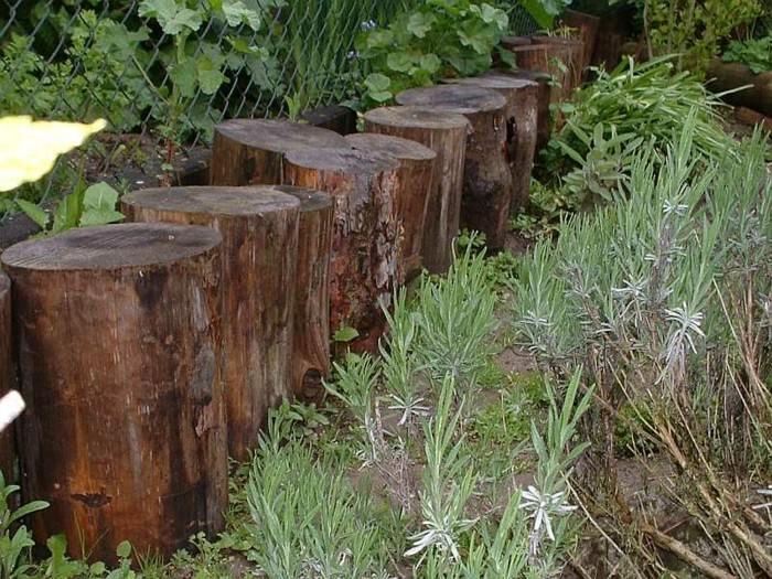 Vallas de jard n de estacas de madera empalizadas for Decoracion vallas jardin