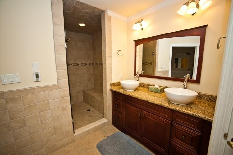 encimera granito mueble madera lavabo