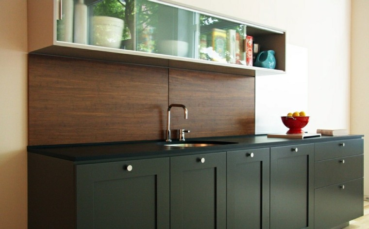encimeras de cocina granito negro pared madera ideas