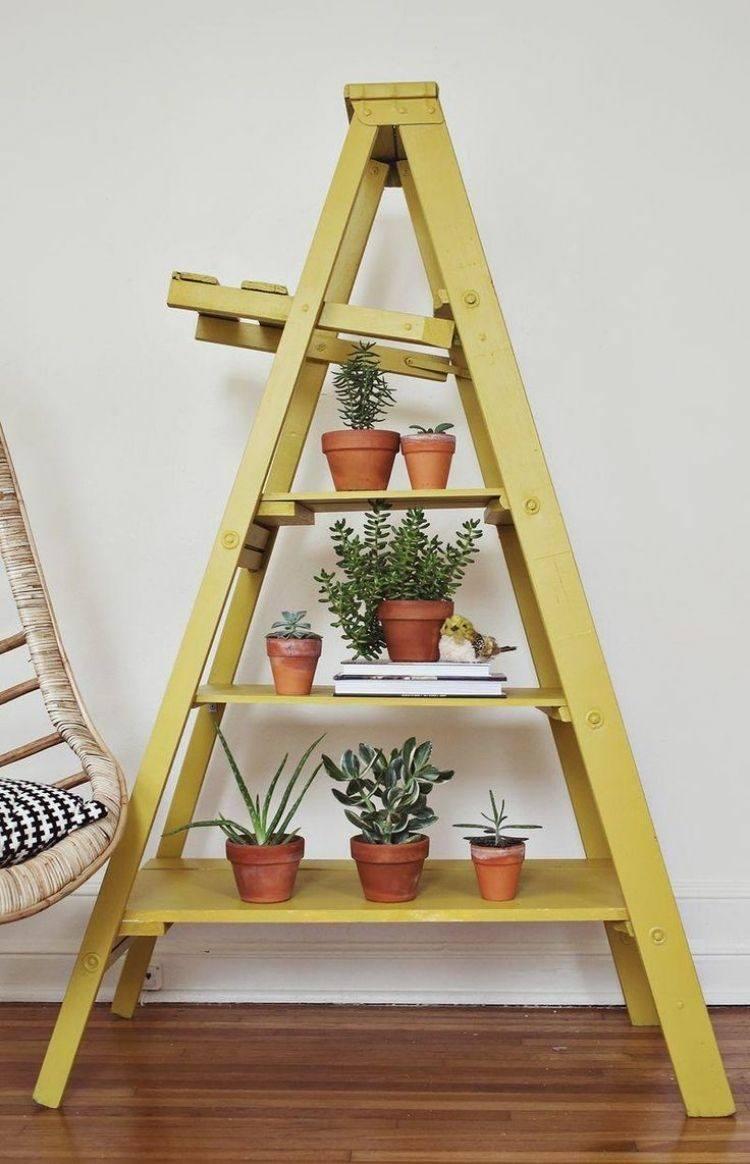 escalera amarilla madera macetas plantas