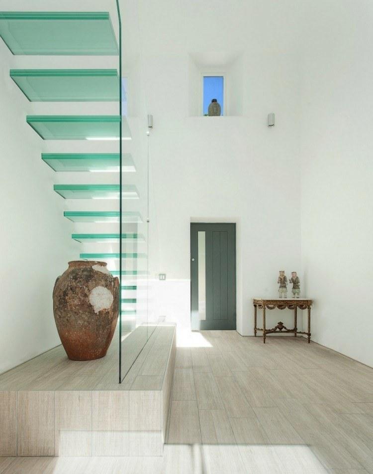 escalera de vidrio recubierto