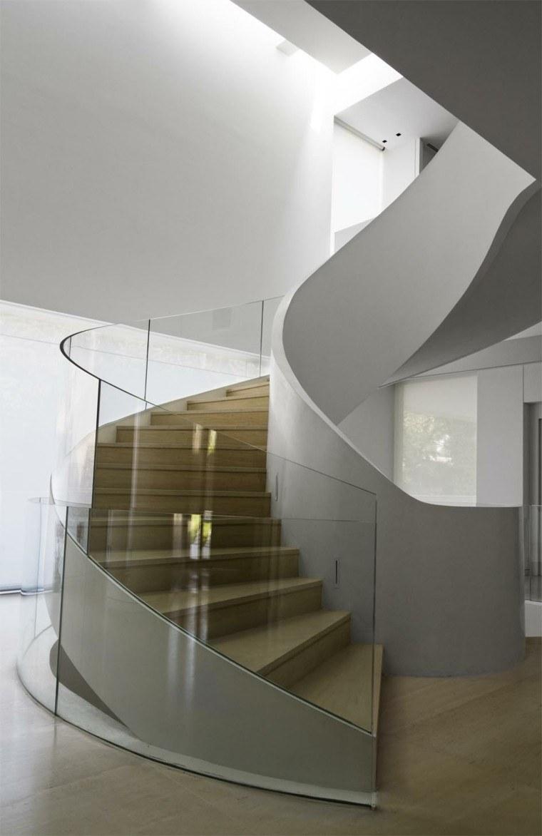 escaleras madera baranda vidrio