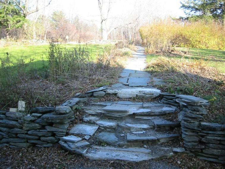 escaleras piedra laja camino jardin