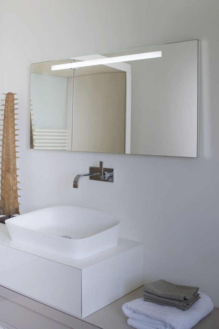 escultura luz espejo integrado toallas