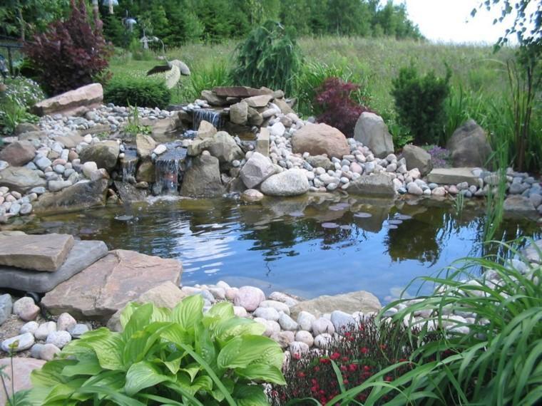 esculturas rocas flores grulla cascada