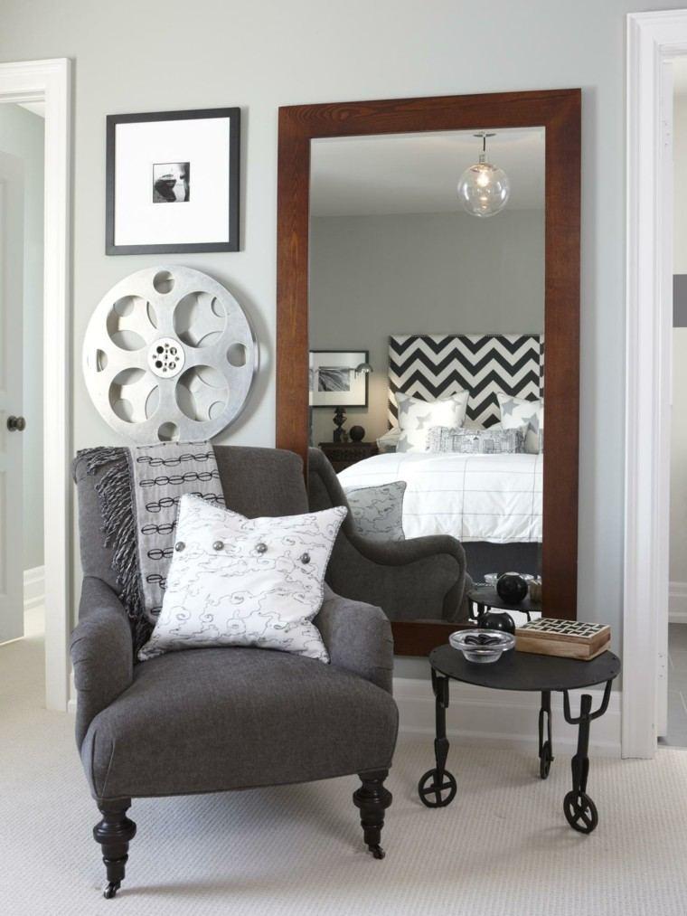Decoraci n de interiores habitaci n moderna y original for Espejo grande dormitorio