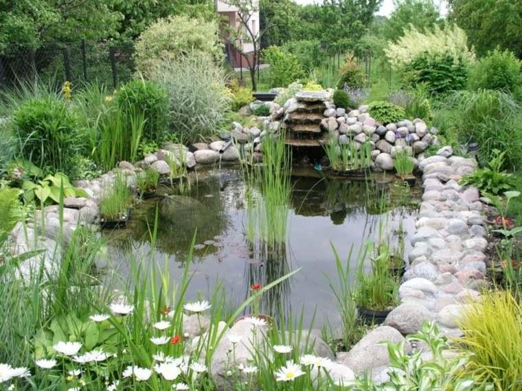 estanque jardin bordes piedras redondas