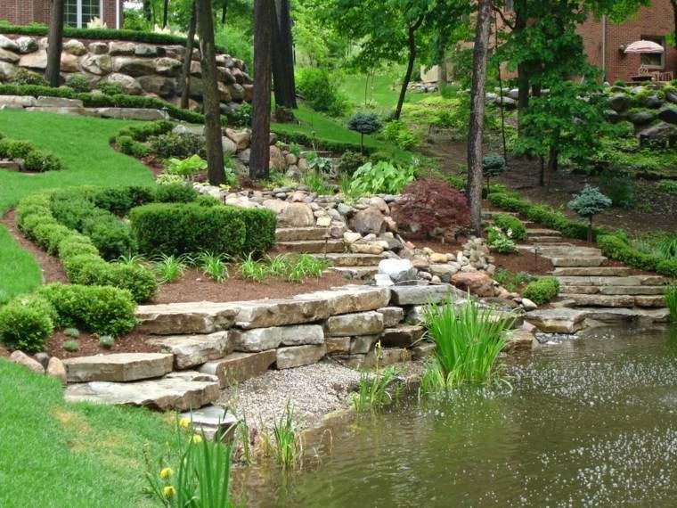 estanque rocas pendiente escalones terraza