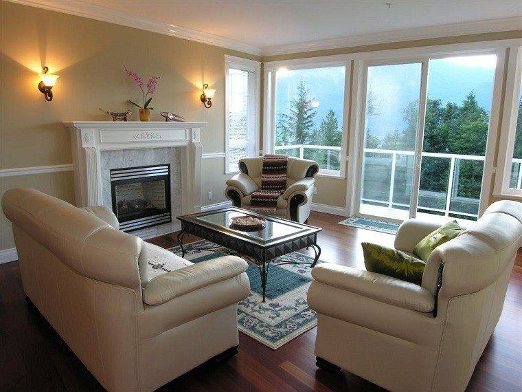 Chimeneas modernas en salones acogedores y amenos for Living estilo clasico