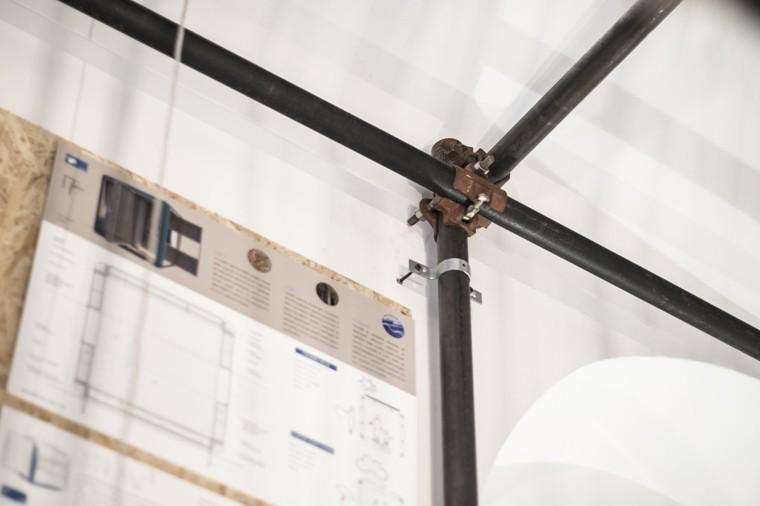 estructura tubos metal unidos andamio